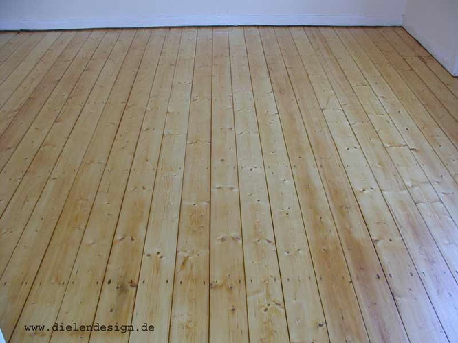 Floorboards with  water-baseb paint Mapei Ultracoat Easy 30, satin