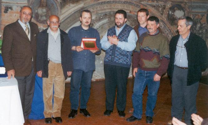 Giovanni Mazzoleni premiato dal coordinatore Gianpaolo Scoglio e dai cinque giudici
