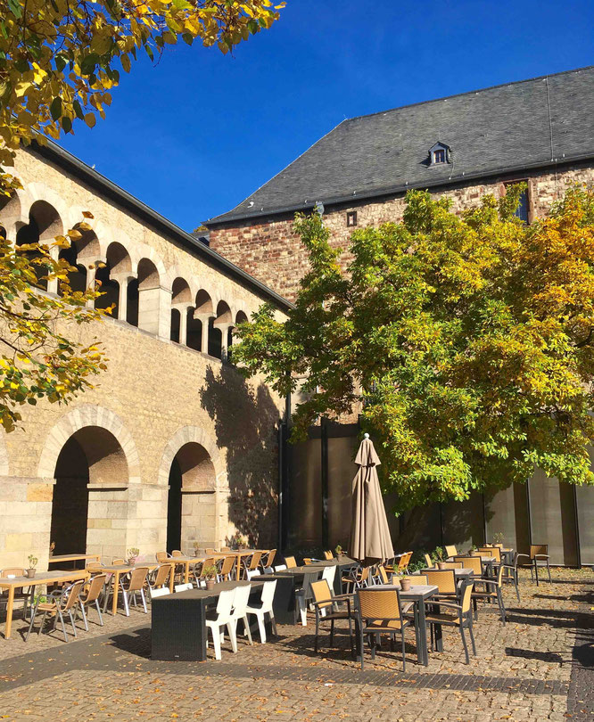 Der Brunnenhof in Trier erinnert mich an den Chiostro di Bramante.