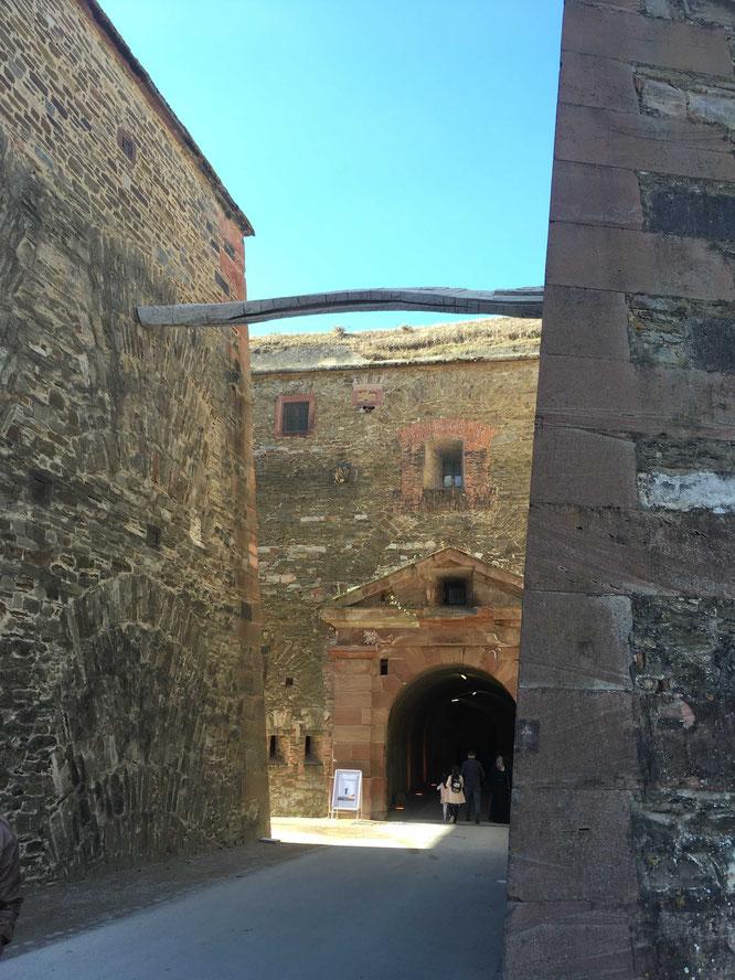 Für junge Schatzsucher: Samstags und sonntags findet auf der Festung Ehrenbreitstein die Jagd nach der goldenen Kanonenkugel statt.