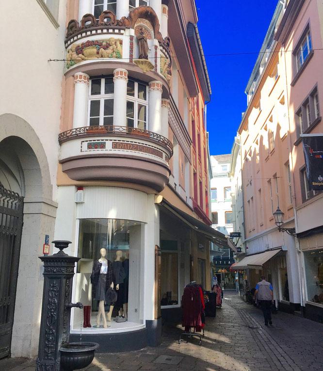Altstadt Koblenz: In den Gassen zwischen den tollen Plätzen macht das Einkaufen besonders viel Spaß.