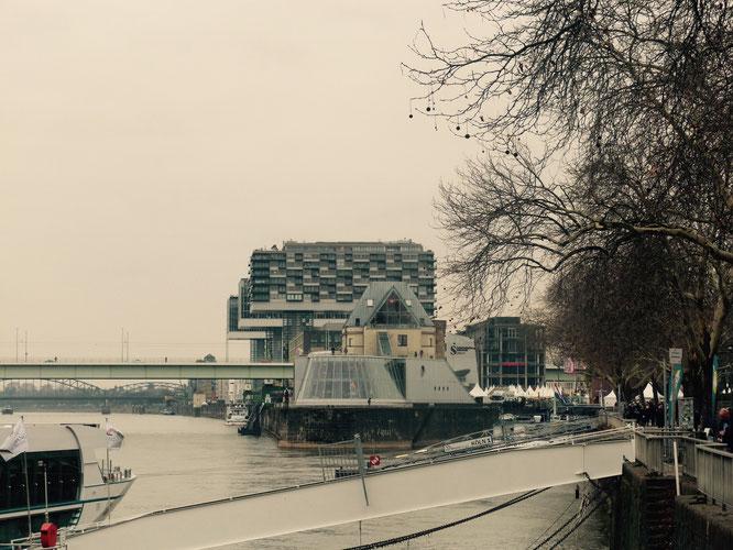 Kranhäuser in Köln im Winter #dolcevitagesucht