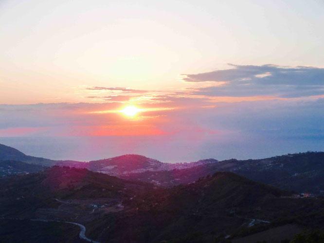 Sonnenuntergang im Cilento mit Blick auf Capri
