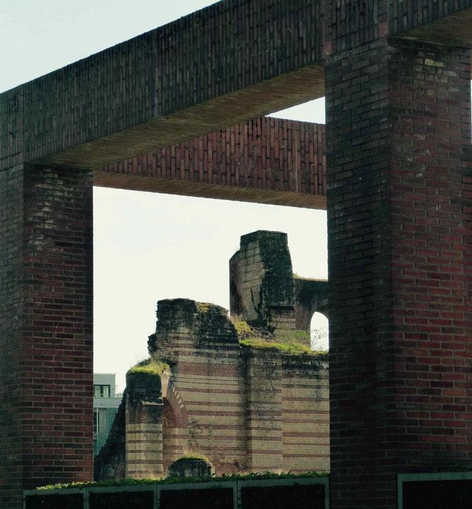 Antike Überreste der Kaisertherme.