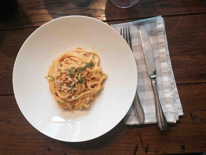 Rezept: Pasta mit Kürbis, Ricotta, Pinienkerne und Minze
