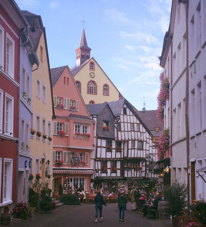 Schmucke Fassaden und viele Geranien - Ein Spaziergang durch Bernkastel-Kues