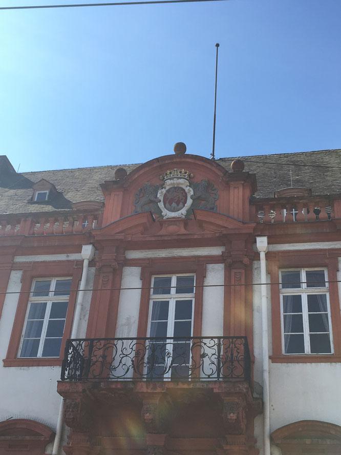 Die Stadtfarben von Mainz sind Rot und Weiß.