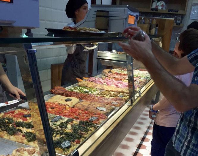 Pizza al taglio-Auslage in Rom