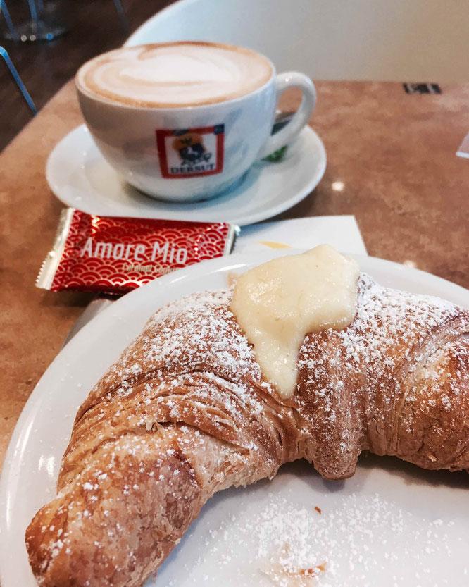 Typisch italienisch frühstücken in Koblenz: Cappuccino e Cornetto