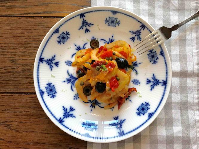 Mein Lieblings-Fenchelgemüse mit Oliven, Tomaten und Kapern.