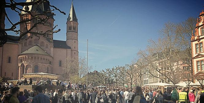 Geballte Lebenslust rund um den Mainzer Dom.