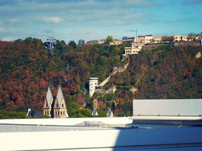 Ausblick auf die Seilbahn Koblenz und die Festung Ehrenbreitstein