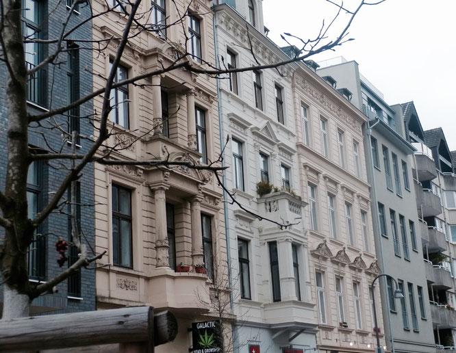 Das Belgische Viertel in Köln: Die Maastrichter Straße und ihre Fassadenschönheiten.