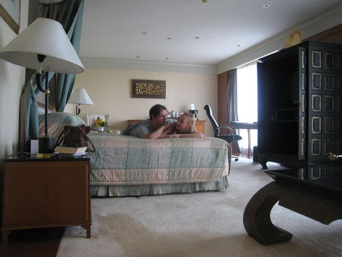 "@JuLyn ""In this #HotelRoom #DavidCarradine passed away. Swiss Hotel Nai Lert Park #Luxury #Suite #Bangkok #Thailand."""