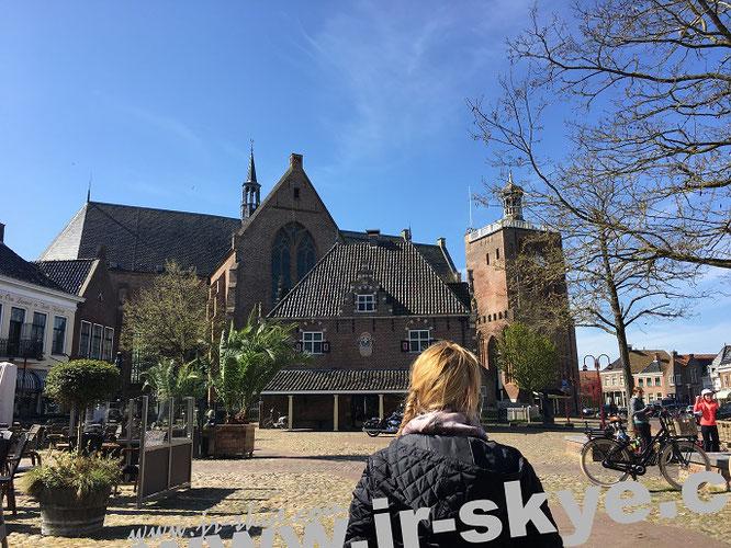 Gotische St.-Gertrudis-Kerk (Gertrudiskirche, Baubeginn 1480), Workum...