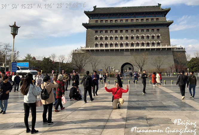 """Fotoshooting at ZhengYangMen Gate, Beijing/Peking, China - southern entry into the Inner City / Tiananmen Square (Tiananmen Guangchang/""Platz des Himmlischen Friedens"", 39° 53′ 57.3″ N, 116° 23′ 30″ E)."""