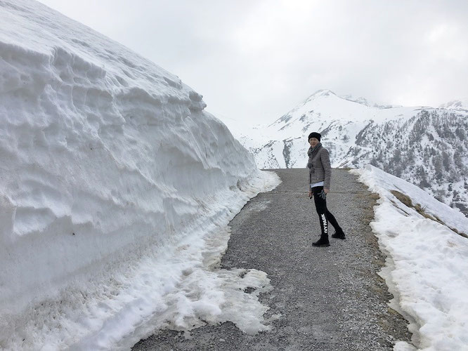 ...könnten mit steigenden Höhenmetern unter Umständen ganze Schneemassen über Euch hinwegwaben. Nicht nur ab diesem Punkt - 1.800 Meter - gilt: Vorsicht!