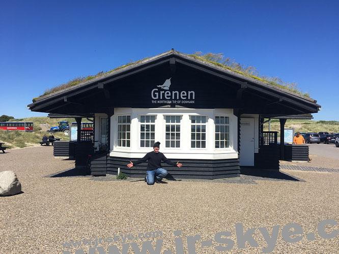 """Grenen – """"The Northern Tip of Denmark""""! An dieser Sand-Landzunge der Skagen Odde (mit 30 km Ausdehnung von Hirtshals bis Frederikshavn eine der größten Landzungen, die ich je durchstreift habe) branden Nord- und Ostsee an- bzw. ineinander..."""