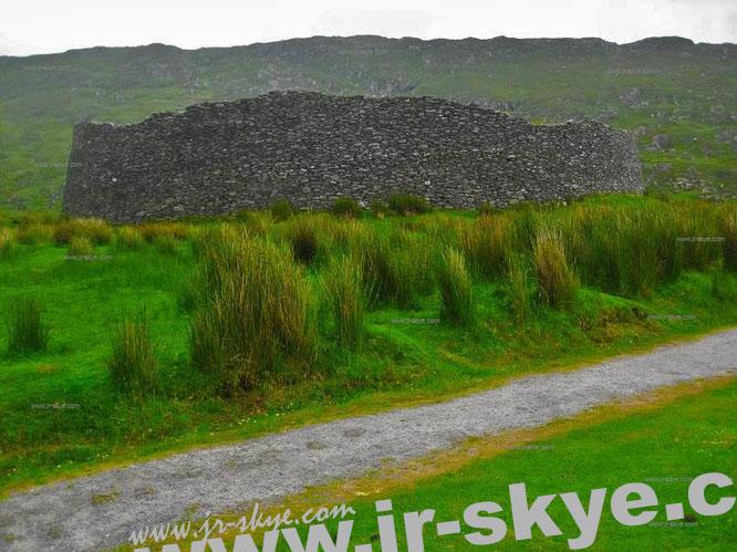 Staigue Fort (ca. 400-500 v. Chr.) Das abgelegene Fort stellt eines der größten Ringforts Irlands dar und weißt einen vorzüglichen Erhaltungsgrad auf…