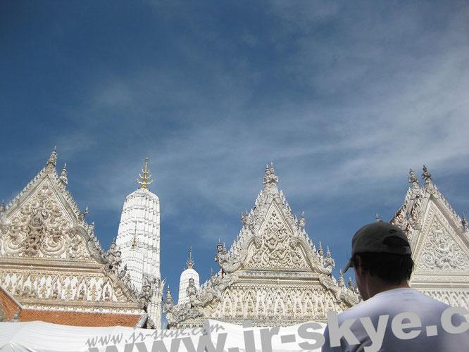 Wat Mahathat, Petchaburi (13° 6′ 43″ N, 99° 56′ 45″ E)...