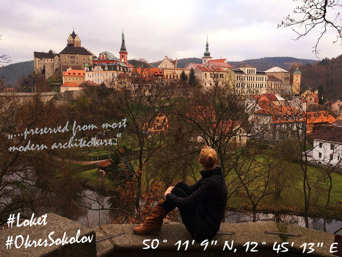 Wunderschönes Loket im morgendlichen Sonnenlicht: stellenweise reißt die dichte, winterliche Wolkendecke auf und lässt die märchenhafte Altstadt in ihren Grundfarben Rot und Gelb erstrahlen...