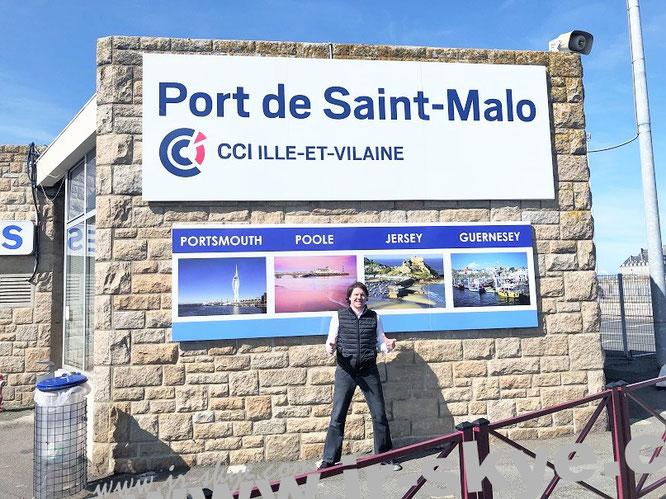 Von Saint-Malo (48° 38′ 50″ N, 2° 0′ 32″ W) nach Jersey (49° 13′ 0″ N, 2° 7′ 57″ W) & Guernsey (49° 27′ 21″ N, 2° 34′ 39″ W)...