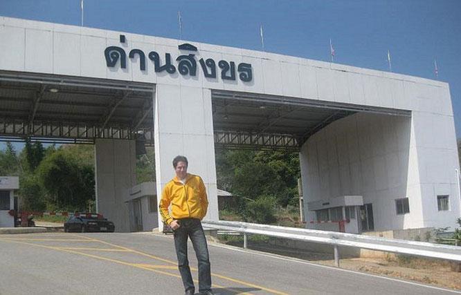 ...cross the border: entry Myanmar/Burma - 21° N, 95° O  (ပြည်ထောင်စု သမ္မတ မြန်မာနိုင်ငံတေ