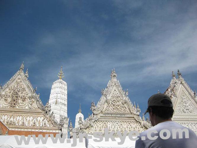Wat Mahathat, Petchaburi, TH (13° 6′ 43″ N, 99° 56′ 45″ E)...