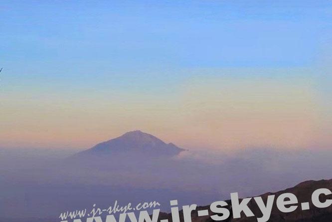Mawenzi, Tansania (5.148 Meter - 3° 5′ 43.57″ S, 37° 27′ 18.22″ E), zweithöchster Berg des Kilimandscharo-Massivs...