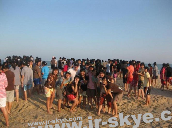 "...a similar phenomenon in Vietnam (14° N, 108° O): ""Surrounded by hundreds of women - I´m the only man at #muine #beach #Vietnam (10´56´26´N,108´17´27´E) in the morning sun."" Danke, Xu!"