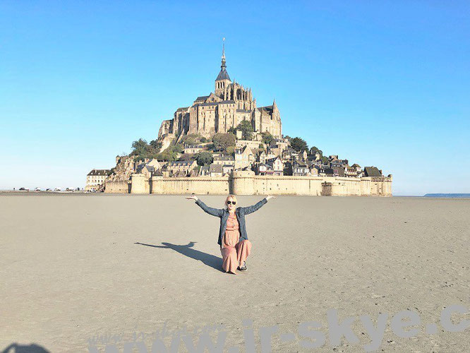 """Weder """"Insel des Atlas"""" (Atlantis) noch Erytheia (obwohl eine """"fabelhafte Insel""""): hier trägt Mona-Liza Mont-Saint-Michel auf Händen (nicht auf zarten Schultern)..."""