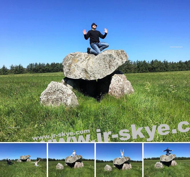 """Aus meinem Social-Media-Feed (über 800.000 Tsd. Impressionen): """"Here I meditate at Tornby Dyssen* (3.500 BC) - #Denmark #megalith #prehistoriy."""" * = ...die ältesten erhaltenen Dolmen Nord-Dänemarks, östlich von Lönstrup, 7 km südlich von Hirtshals..."""