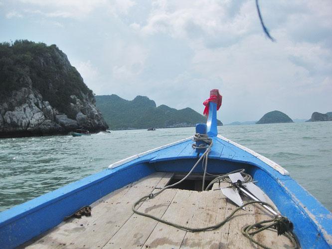 Volle Breitseite: dieses Foto habe ich von einem der zahlreichen Boote geschossen, die zwischen Laem Sala Beach und der Phraya Nakhon Höhle (Sam Roi Yot Nationalpark) hin und her schippern.