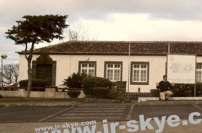 """Neben den größten Bibliotheken erhalten an dieser Stelle auch einige der kleinsten Literaturarchive Würdigung - wie die """"Biblioteca Municipaldo Nordeeste"""" auf den Azoren (Sao Miguel)..."""