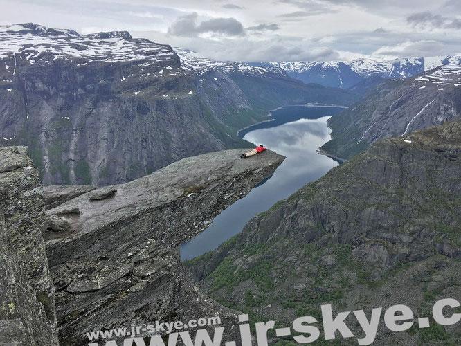 """#Trolltunga #Norway #Winter - """"Hier liege ich gemütlich auf der Felszunge von #Trolltunga #Norwegen (60° 7′ 51″ N, 6° 45′ 12″ E)."""""""