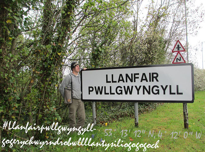 Llanfairpwllgwyngyllgogerychwyrndrobwllllantysiliogogogoch, Anglesey (lat.: Mona, 53° 13′ 12″ N, 4° 12′ 0″ W)... )