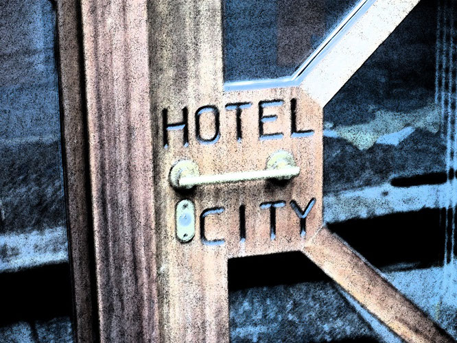 Gabelflug gebucht, z.B. über New York? Budget-Hotels bieten durchaus DIE Lösung...