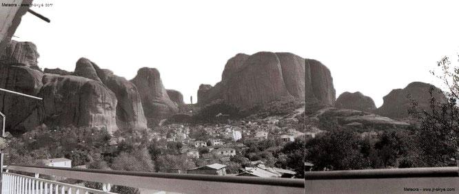 Meteora, Balkonblick (37° 36′ 22.17″ N, 22° 58′ 6.73″ E)...