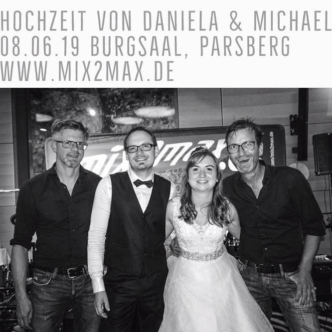 Hochzeitsfeier von Daniela & Michael mit der Hochzeitsband mix2max am 08.06.2019 im Burgsaal zu Parsberg