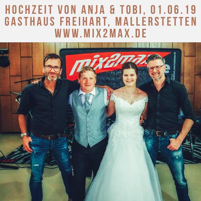 Die Partyband und Hochzeitsband mix2max in Mallerstetten, auf der Hochzeitsfeier von Anja und Tobias.