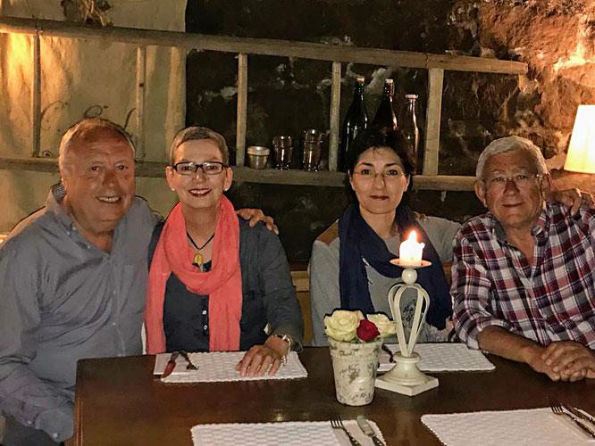 Am Abschiedsabend in einem urigen Restaurant in Nürtingen machte der freundliche Kellner dieses Foto von unserem Reisegrüppchen