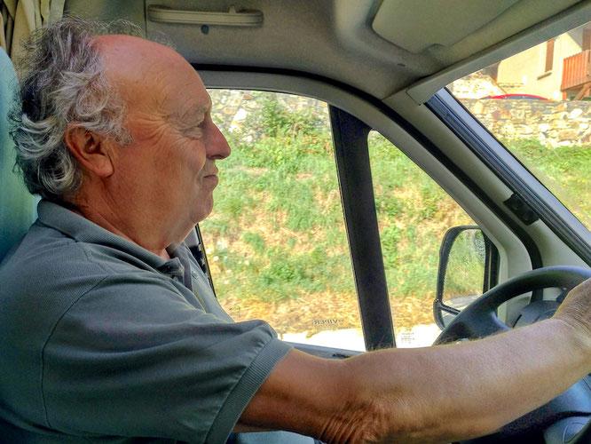 Mit patriotischem.Schwung steuert Gabriel unsere Maggie durch Spanien. Er freut sich sehr, wieder in seinem Land zu sein