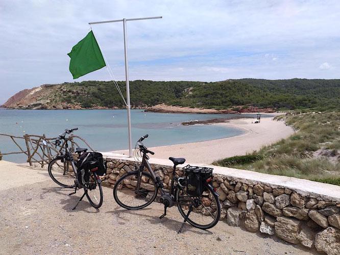 Cala Algaiarens in der Nähe des Urlaubsortes Cala Morell im Nordwesten