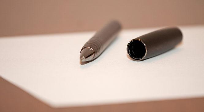 Ich schreibe für Sie Pressetexte, Texte für Flyer und Mailing, übernehme für Sie die Pressearbeit oder entwickele mit Ihnen eine gute Brandstory.
