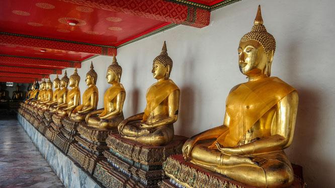 Buddha-Reihe im Wat Pho