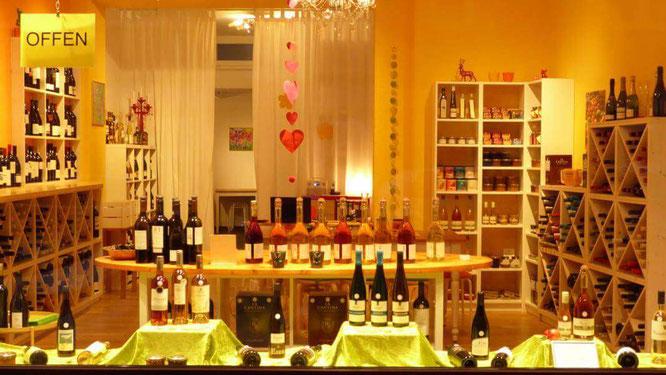 Geschäft WeinGenuss Aachen, Weinhandlung, Ladenlokal mit Wein Feinkost zum probieren Sekt und Tisch