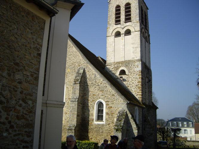 La tour carrée de l'église typique de la Seine et Marne sud (type dit à la briarde)