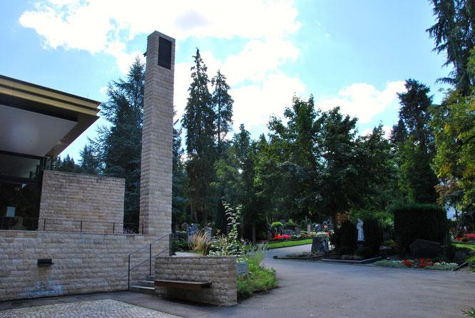 Bild: Hauptfriedhof Ravensburg Aussegnungshalle Glockenturm Westportal