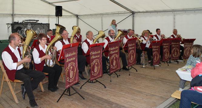 Die Queen feiert in London Geburtstag und die Oderbrucher Blasmusik Dorffest in Jacobsdorf