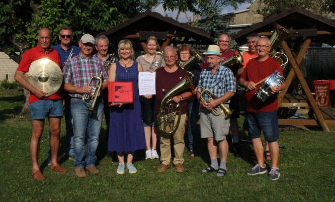 Im Rahmen des IMPULS-Förderprojektes gestaltete die Oderbrucher Blasmusik eine öffentliche Probe auf dem Dorfplatz in Falkenhagen